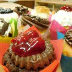 muffin cokoladovy s kremem cokoladovym z mascarpone-slehacky-tvarohu a visnemi