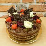 cokoladovy dort s jahodami