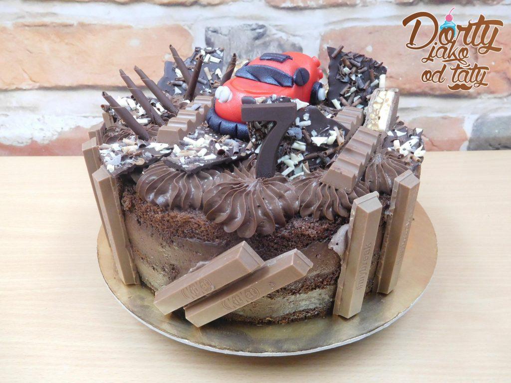 dort cokoladovy s autem