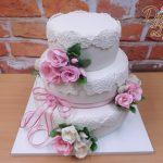 krajkovy svatebni dort