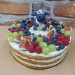 ovocny dort s figurkou