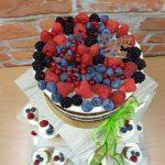 svatebni dort na stojanu